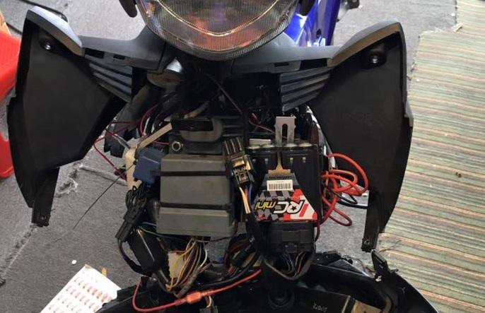Bộ đánh lửa xe máy Yamaha nằm ở đâu?