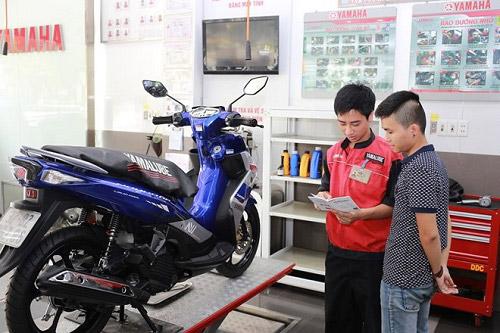 Bảo dưỡng xe máy Yamaha tại cửa hàng chính hãng