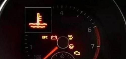 Đèn báo nhiệt độ nước làm mát bật sáng hiển thị trên mặt đồng hồ