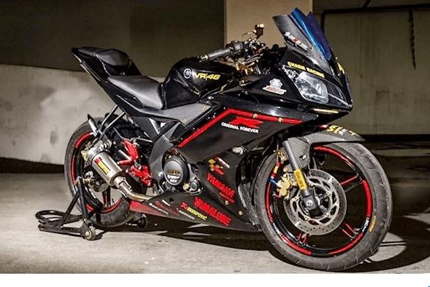 """Yamaha R15 độ nhiều """"đồ chơi"""" hàng hiệu"""