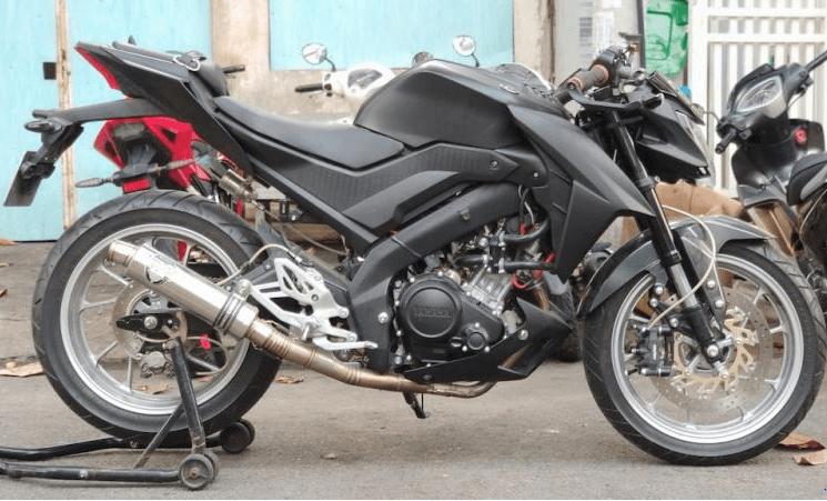 Yamaha R15 độ thành Streetfighter